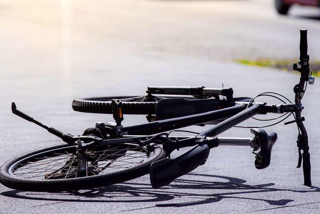 Ein unbekannter Autofahrer hat am Sams... vom Unfallort entfernt. (Symbolbild).  | Foto: Rainer Fuhrmann - stock.adobe.com