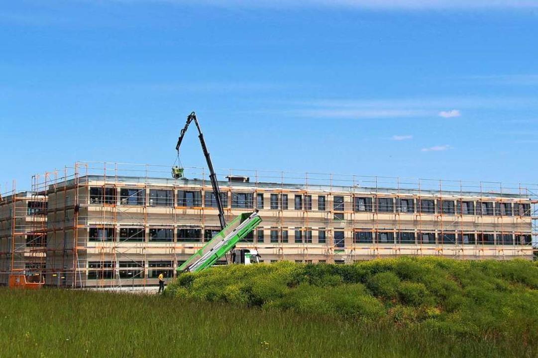 Wenn alles rund läuft, können im Septe...beiter in die neuen Gebäude einziehen.  | Foto: Horst David