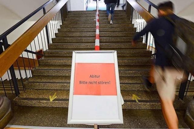 Für Freiburgs Abiturientinnen und Abiturienten haben die Prüfungen begonnen