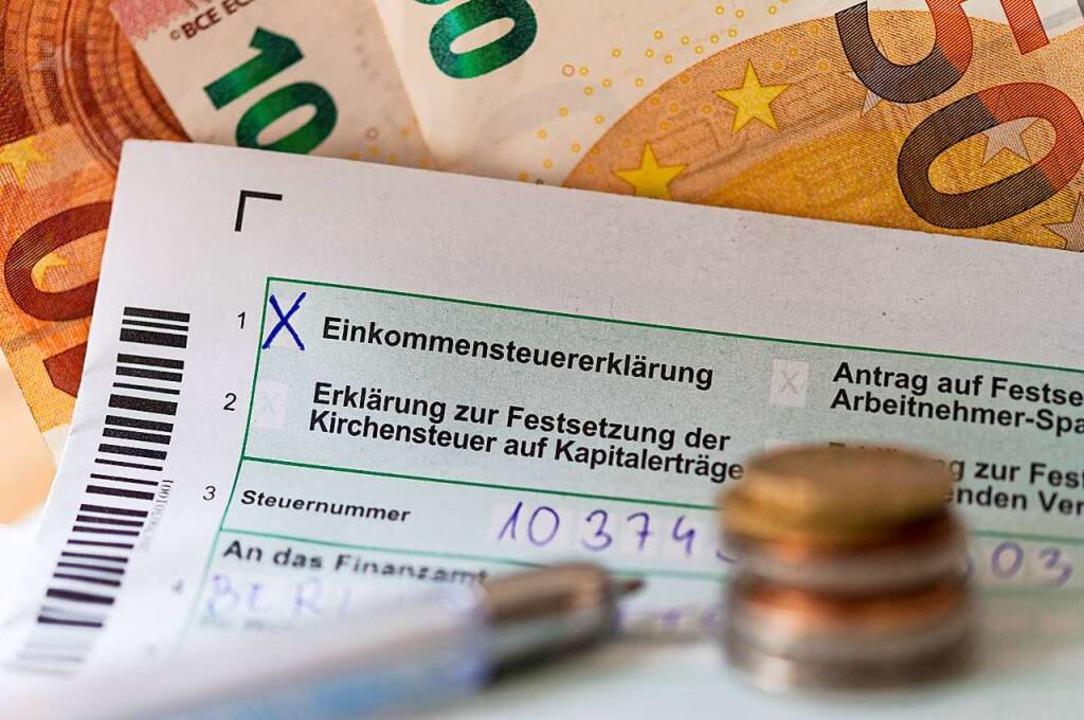 Jeder, der mehr als 410 Euro Kurzarbei...chtet, eine Steuererklärung abzugeben.  | Foto: Monika Skolimowska