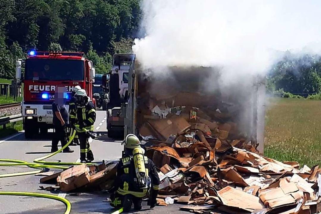 Ein Teil der rund vier Tonnen schweren...us unbekannten Gründen Feuer gefangen.  | Foto: Feuerwehr Zell
