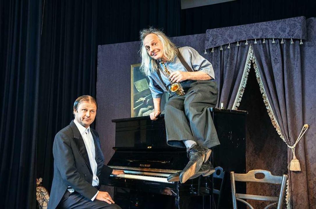 Ausgebremst: Die Musikakrobaten Gogel und Mäx.    Foto: Gabriele Hennicke