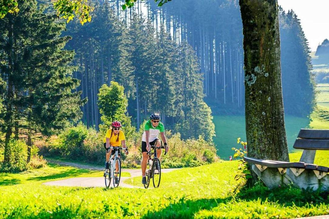 Auf zwei Reifen die Landschaft genieße... entdecken das Rennradfahren für sich.  | Foto: Alexander Rochau_Stock Adobe.com