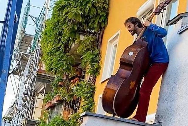 In der Wiehre musizieren fünf Familien als Balkon-Orchester gegen den Corona-Blues