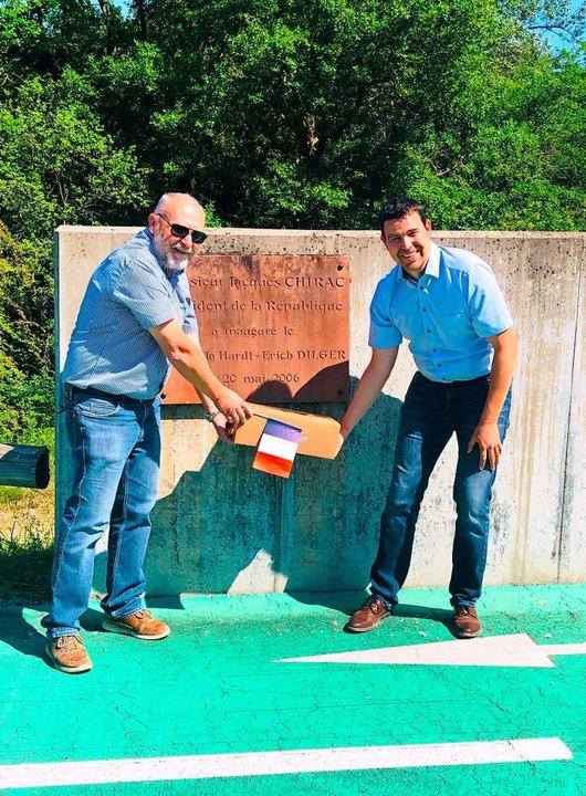 Deutsch-französische Freundschaft vor ...Chirac gelegten Grundstein der Brücke.  | Foto: Privat