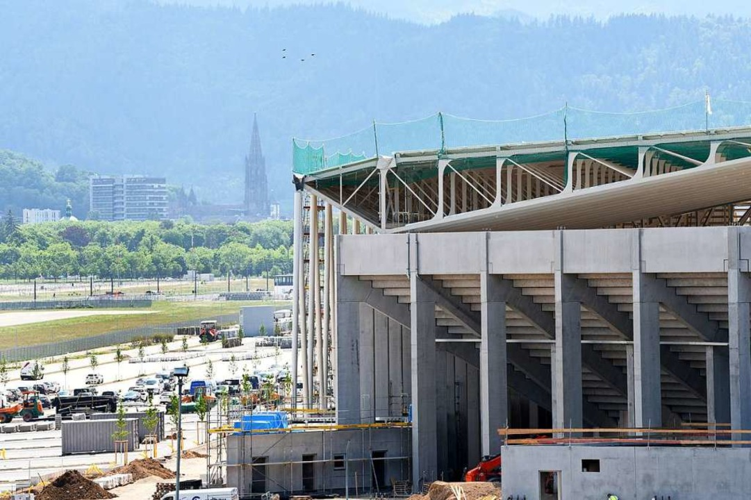 Das neue Freiburger Fußballstadion mit...ortschritte, das Rechtsverfahren auch.  | Foto: Rita Eggstein