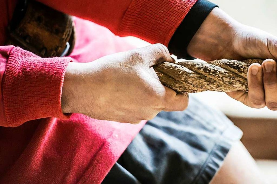Hand und Seil kann man desinfizieren &...ehalten beim  Tauziehen ? (Symbolbild)    Foto: Daniel Schoenen