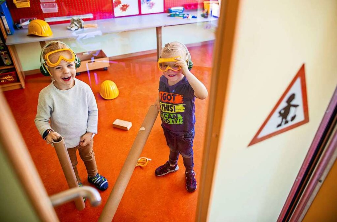 Viele Kitas bieten aktuell nur eine Notbetreuung an.  | Foto: Jens Büttner (dpa)