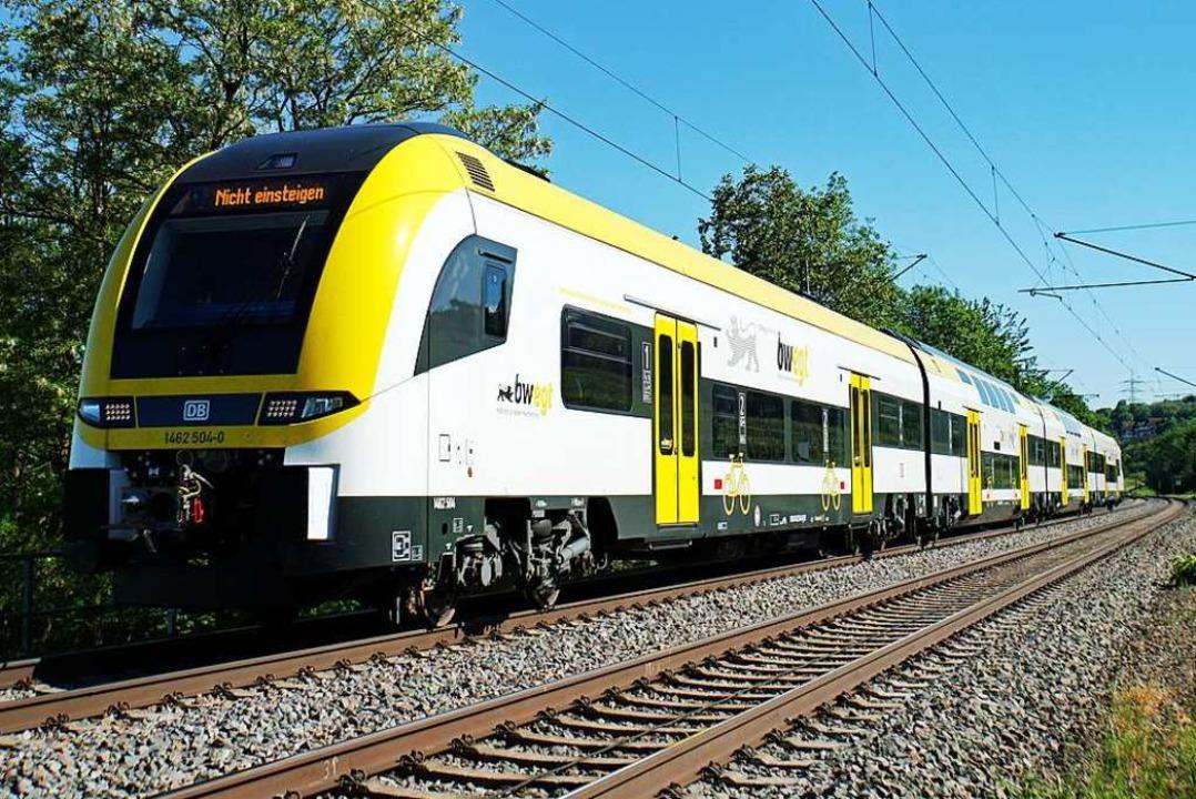 Ein Zug des Typs Siemens Desiro-HC mit...auf einer Testfahrt bei Bad Bellingen.  | Foto: Heinz Göttlich