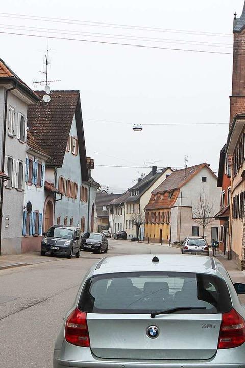 Autos, die direkt auf dem Gehweg der H... öfter kontrolliert wird (Archivbild).  | Foto: Daniel Hengst