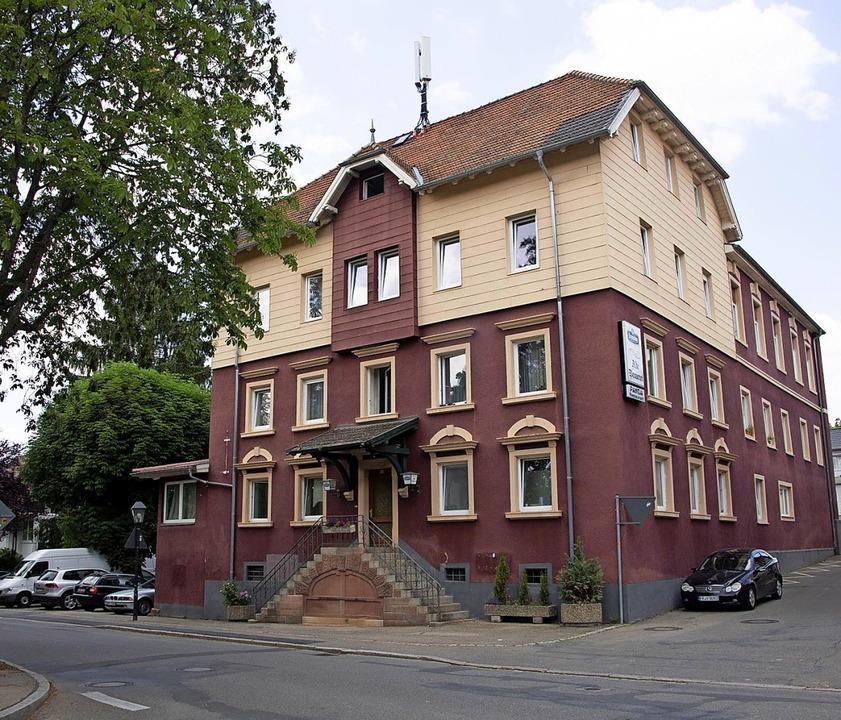 Der ehemalige Gasthof Alte Brauerei so...Wohnungen und Gästezimmer zu schaffen.  | Foto: Volker Münch
