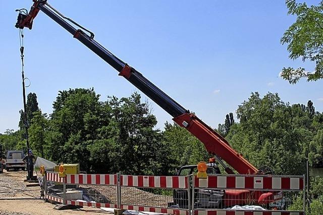 Baubeginn beim Rheinsteg