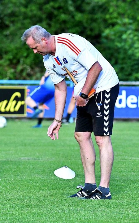 Am Dienstag  wieder  Hütchenverteiler: SCL-Coach Oliver Dewes    Foto: Wolfgang Künstle