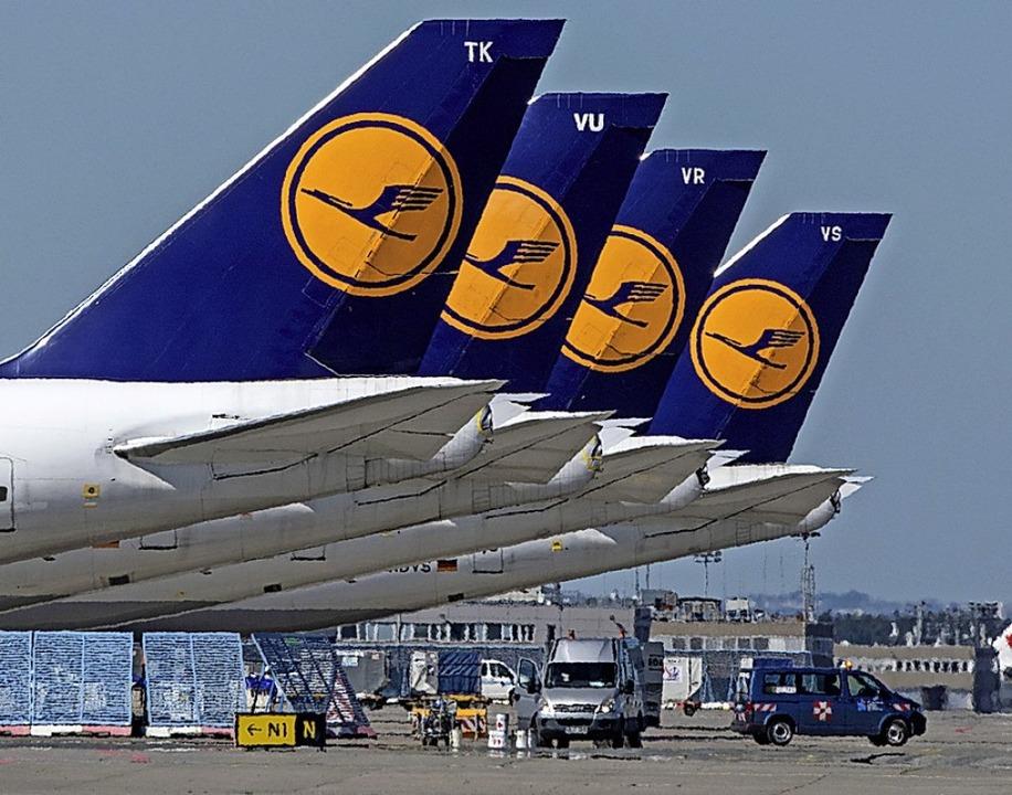 Lufthansa-Maschinen am Boden  | Foto: Boris Roessler (dpa)