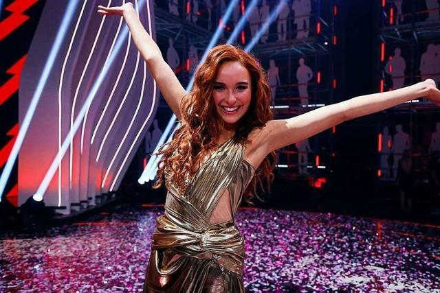 Applaus vom Band bejubelt Siegerin Jacky im GNTM-Finale