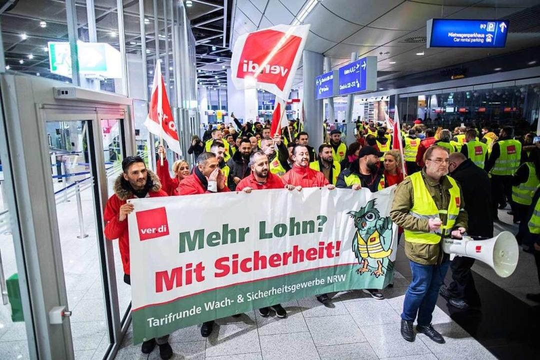 Gewerkschaften streiken, wenn sie sich...n, wie hier am Düsseldorfer Flughafen.  | Foto: Marcel Kusch