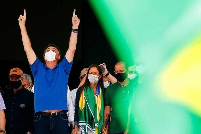 Bolsonaro versucht, die Pandemie kleinzureden