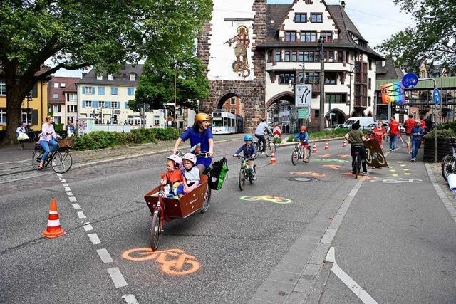 Greenpeace richtet temporären Radweg auf dem Schlossbergring ein