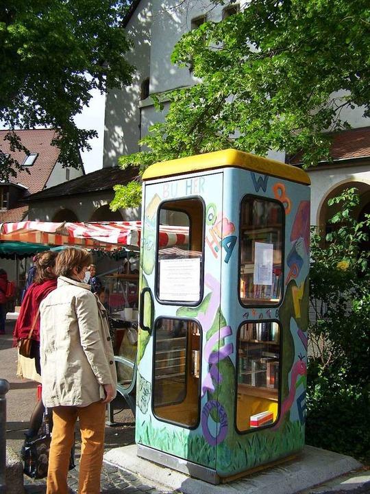 Das Bücherhäusle am Herdermer Kirchplatz.  | Foto: Hans Sigmund