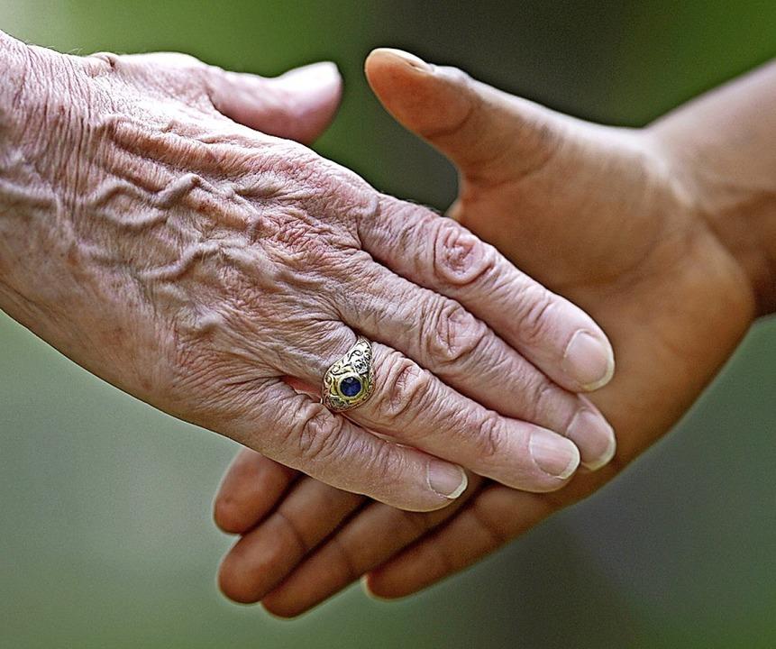 Könnten sich zusammentun und gemeinsam...n:  Senioren und Kinder in Harpolingen    Foto: Uwe Anspach