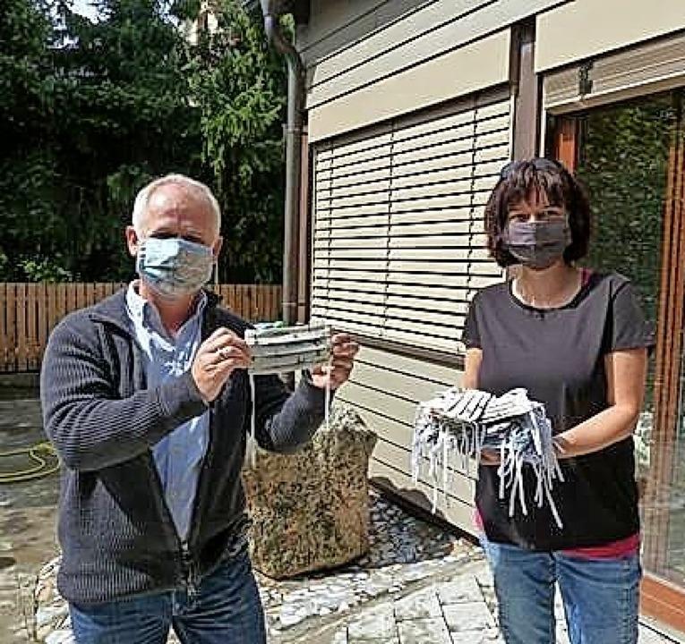 <BZ-FotoAnlauf>Kinderstübli:</BZ-FotoA...Maskenspende freute sich Rektor Kaiser  | Foto: Privat