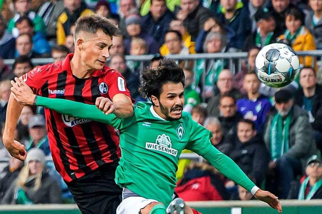 SC-Trainer  Streich fordert von seinen...ks) gegen Leonardo Bittencourt zeigte.  | Foto: Axel Heimken (dpa)