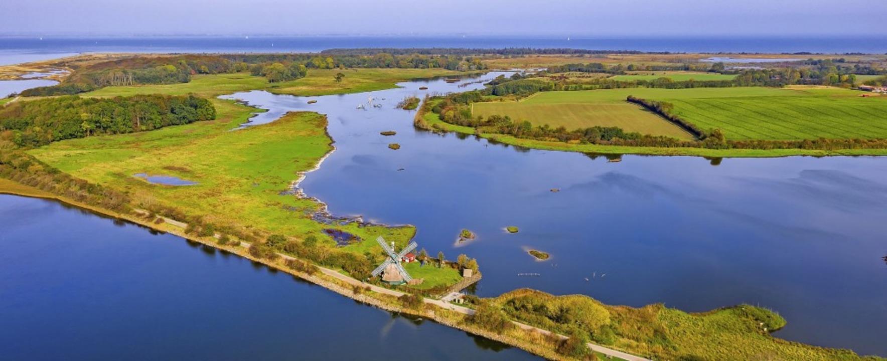 Ruhe und Idylle amWasser: Naturschutz...Birk an der Küste Schleswig-Holsteins     Foto: Yorbiter Luftaufnahmen (dpa)
