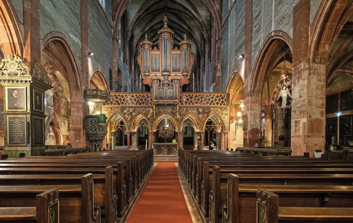 Die Kirche Saint-Pierre-le-jeune, eines der schönsten Gotteshäuser Straßburgs   | Foto: teli