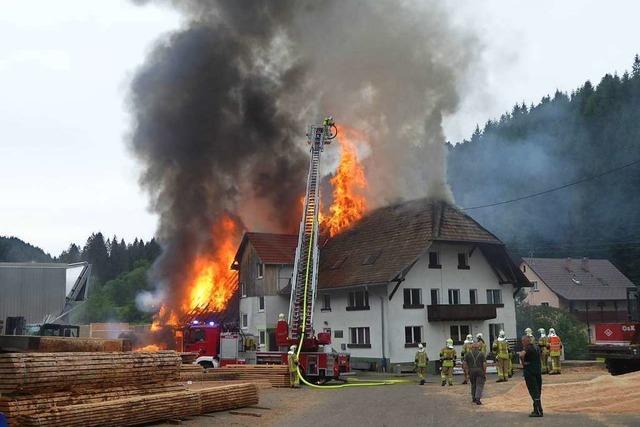 Die Läufer-Säge in Elzach-Oberprechtal steht in Flammen