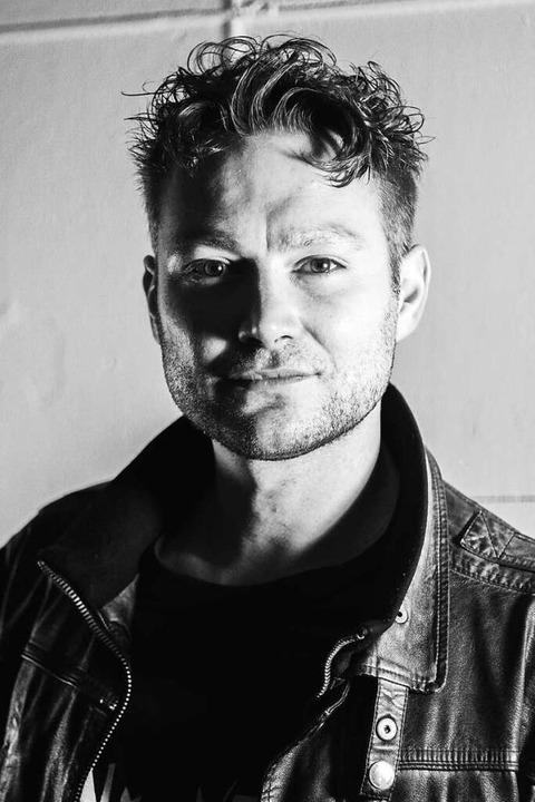 Christoph Seger (Leo Fairii) steht vor...aber ein aufwendig produziertes Video.  | Foto: promo