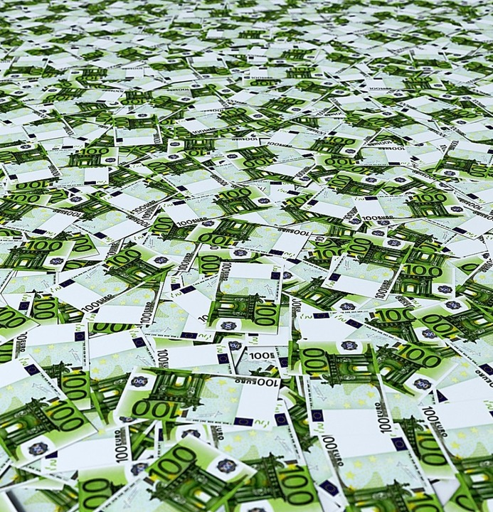 Das Land braucht derzeit viele Euronoten.  | Foto: fotomek - stock.adobe.com