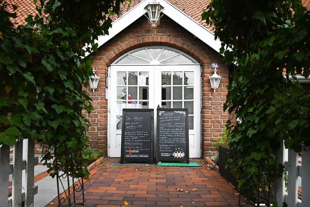 Das Restaurant in Leer in Ostfriesland bleibt bis zum 4. Juni geschlossen.  | Foto: Lars-Josef Klemmer (dpa)