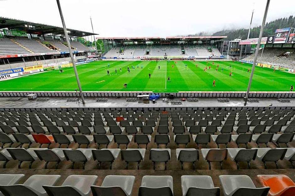 Ein leeres Schwarzwaldstadion: Das Spiel gegen Werder Bremen war das erste Geisterspiel für die Freiburger in heimischem Gefilde. (Foto: THOMAS KIENZLE (AFP))