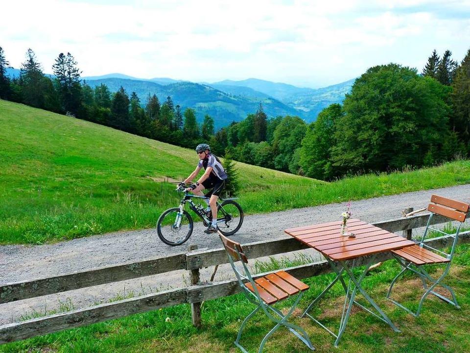 Am besten gelangt man mit dem Rad oder...us, das der Gemeinde Utzenfeld gehört.  | Foto: Dirk Sattelberger
