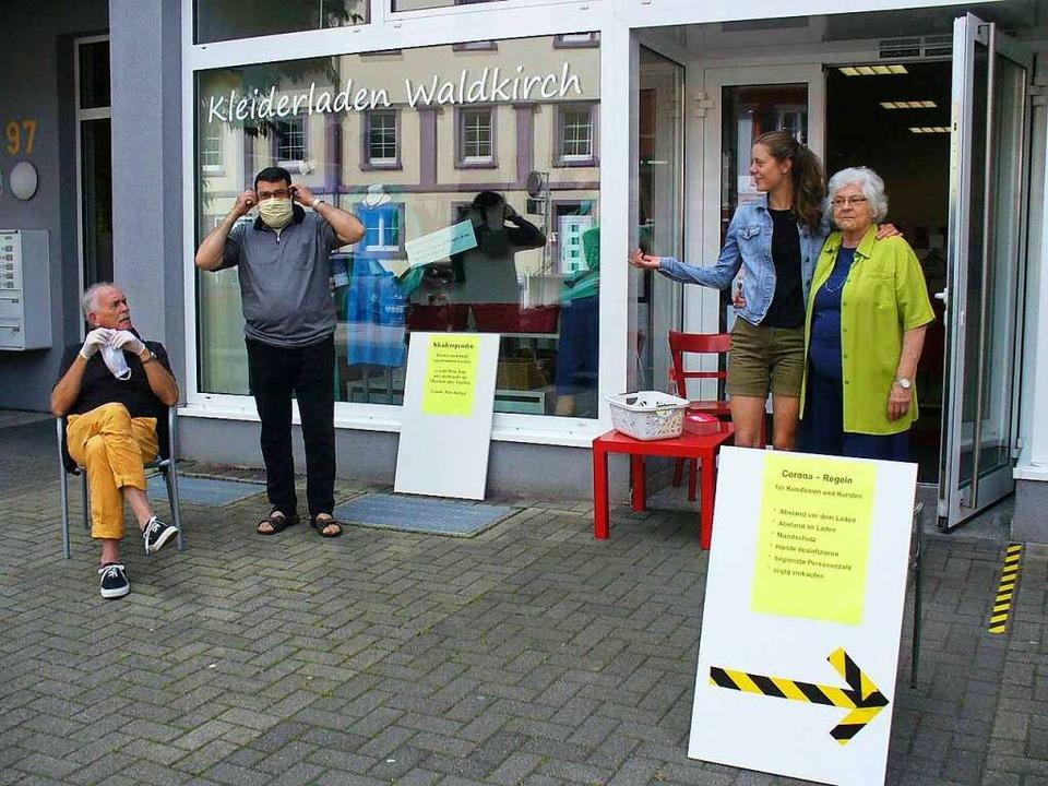 Das Kleiderladen-Team in Waldkirch hat...auch wieder Kleiderspenden angenommen.  | Foto: Jutta Beckmann