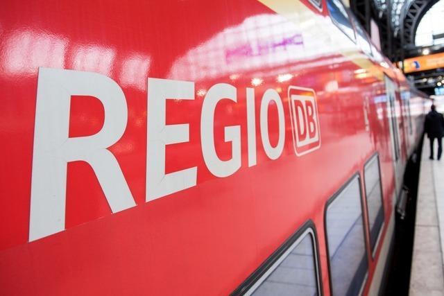 Mann belästigt Frau in Zug nach Freiburg: Zeugen zeigen Zivilcourage