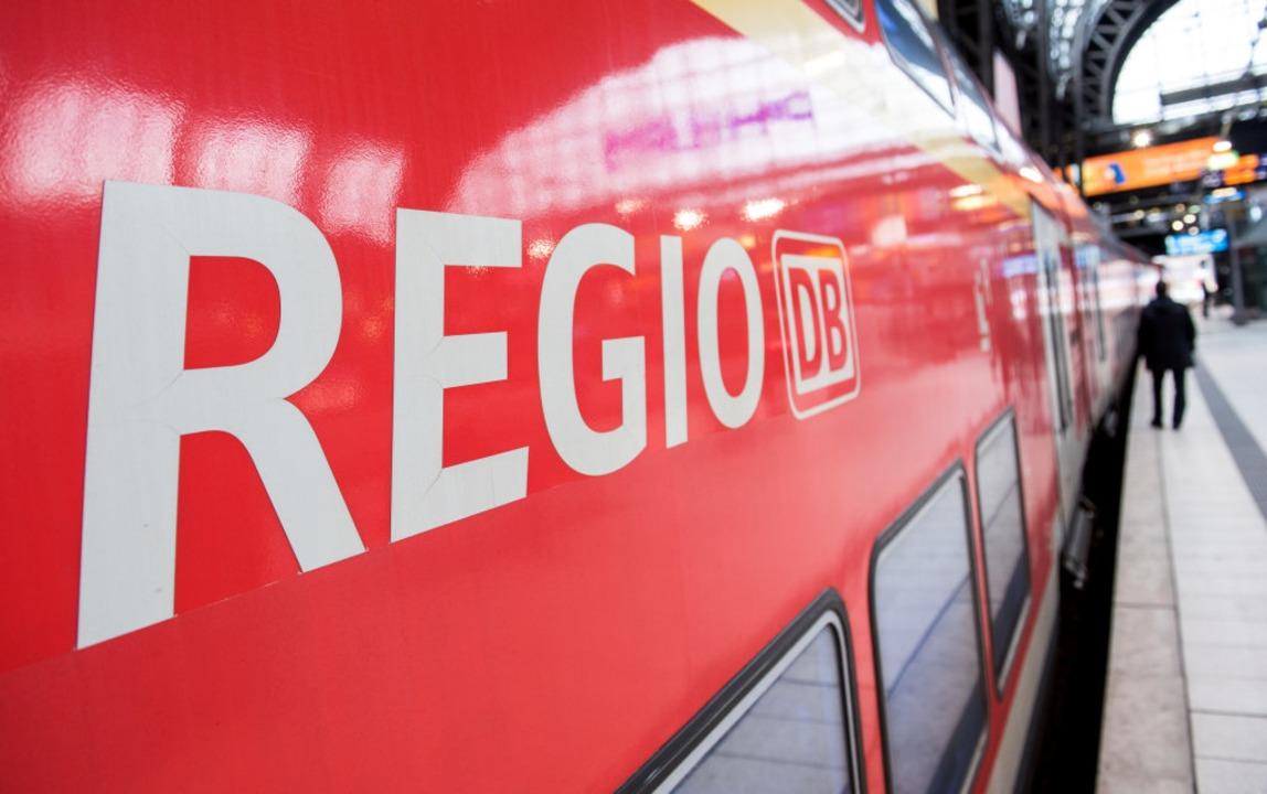 Ein 35-Jähriger Mann hat am Samstag ei... nach Freiburg belästigt (Symbolbild).    Foto: Daniel Bockwoldt (dpa)