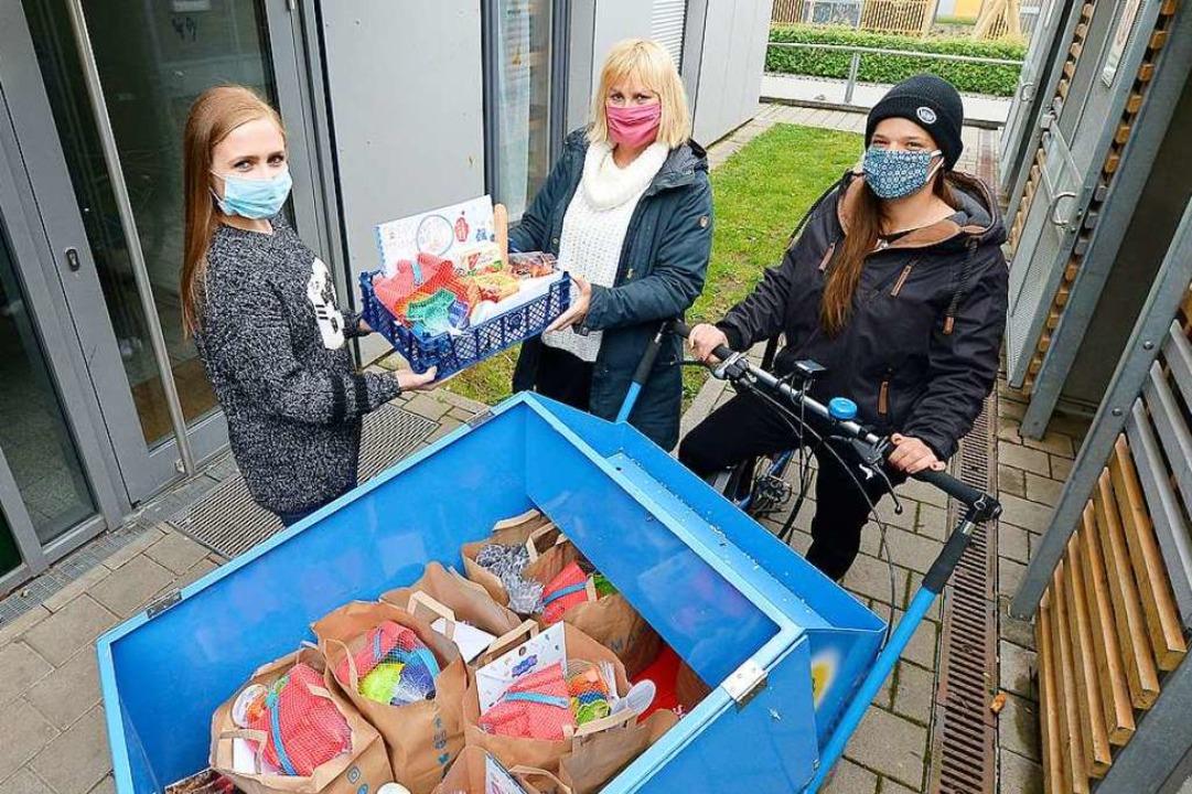 SKF-Sozialarbeiterin Claudia Uhler (Mi...; bis an die Haustür geliefert werden.  | Foto: Ingo Schneider