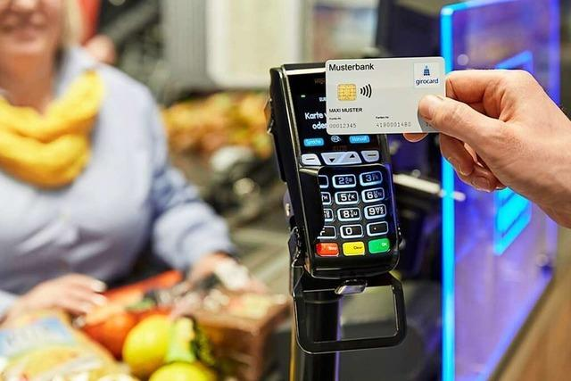 Die PIN-Nummer wird bei Kartenzahlung künftig erst ab 50 Euro fällig