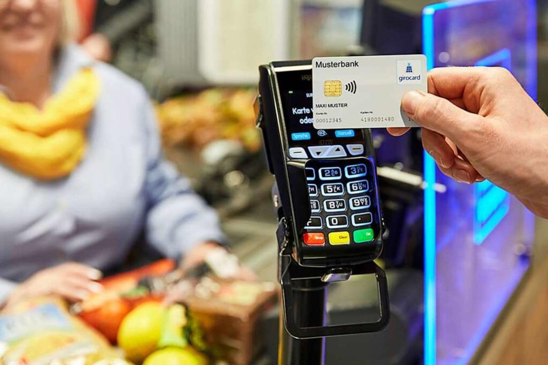 In Zeiten von Corona wird Kartenzahlun...211; doch ab wann wird die PIN fällig?  | Foto: EURO Kartensysteme GmbH