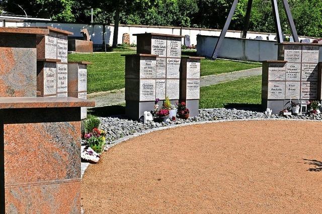 Friedhof erhält weitere Stelen für Urnenfächer