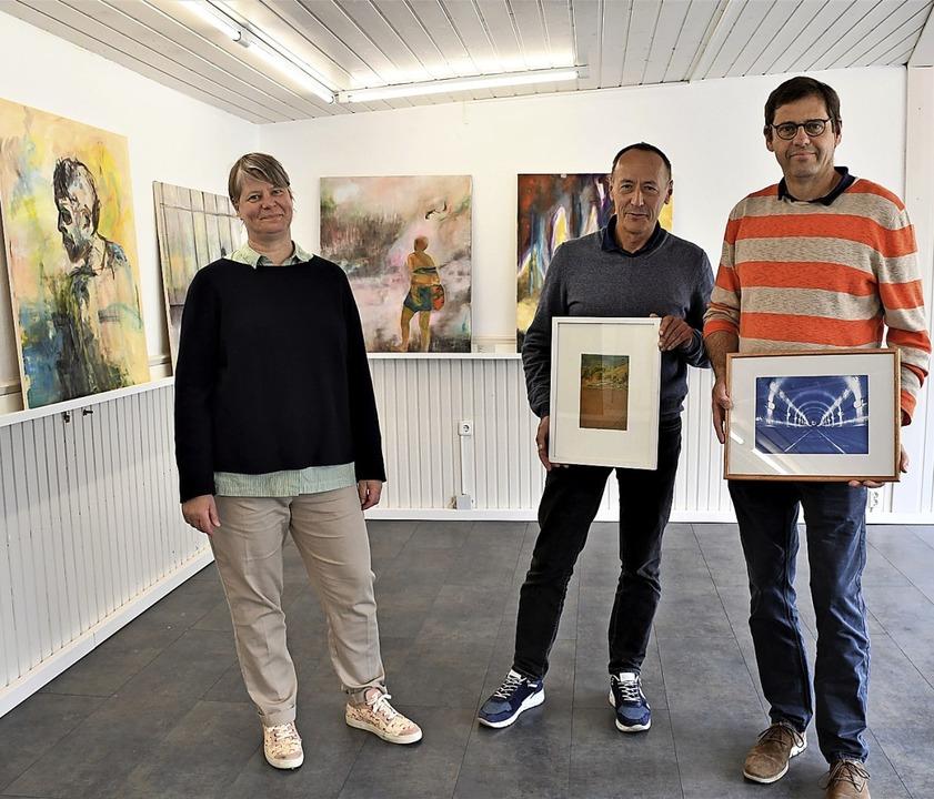 Hingucker: In der neuen Galerie Regard...r Schmitt (von links) ihre Werkschau.   | Foto: Barbara Ruda