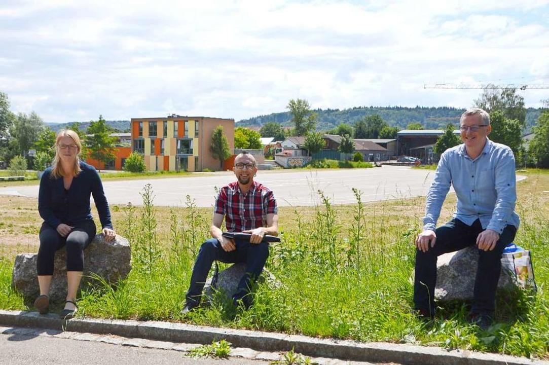 Henrike Fuder, Oliver Risch (Mitte) un...at mit Autokino, Comedy und Konzerten.  | Foto: Horatio Gollin