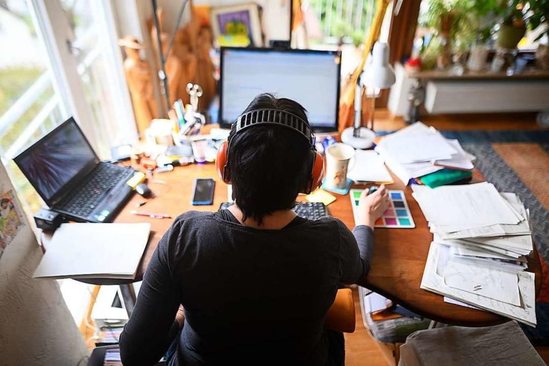 Viele Unternehmen bieten ihren Arbeitn...rutierung gehen Unternehmen neue Wege.  | Foto: Sebastian Gollnow (dpa)