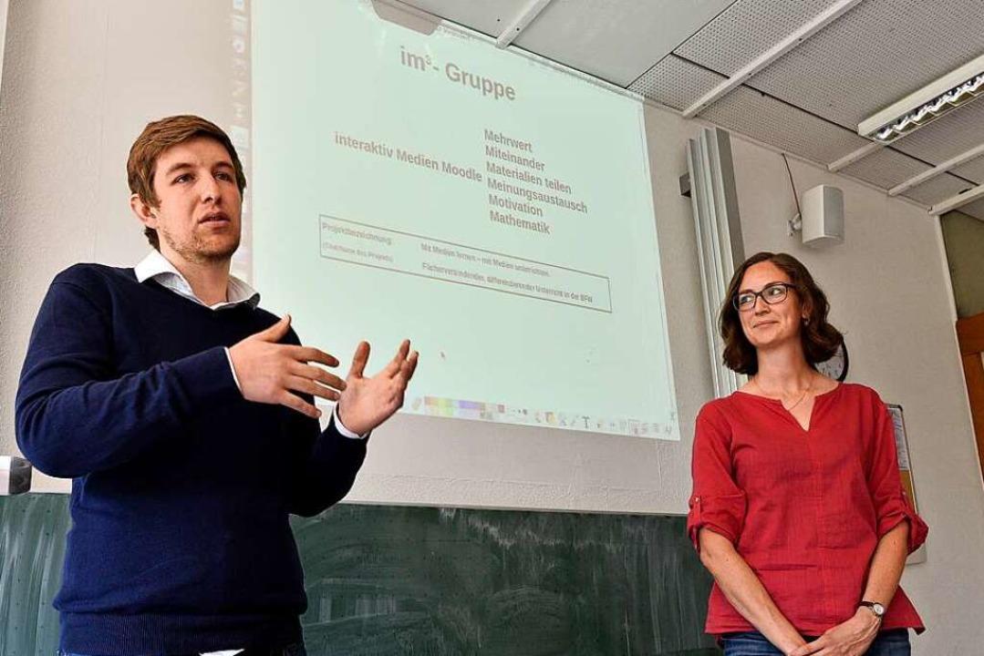 Die Lehrer Willi Waibel  und Clara Sch... die vielfältige Möglichkeiten bietet.    Foto: Thomas Kunz