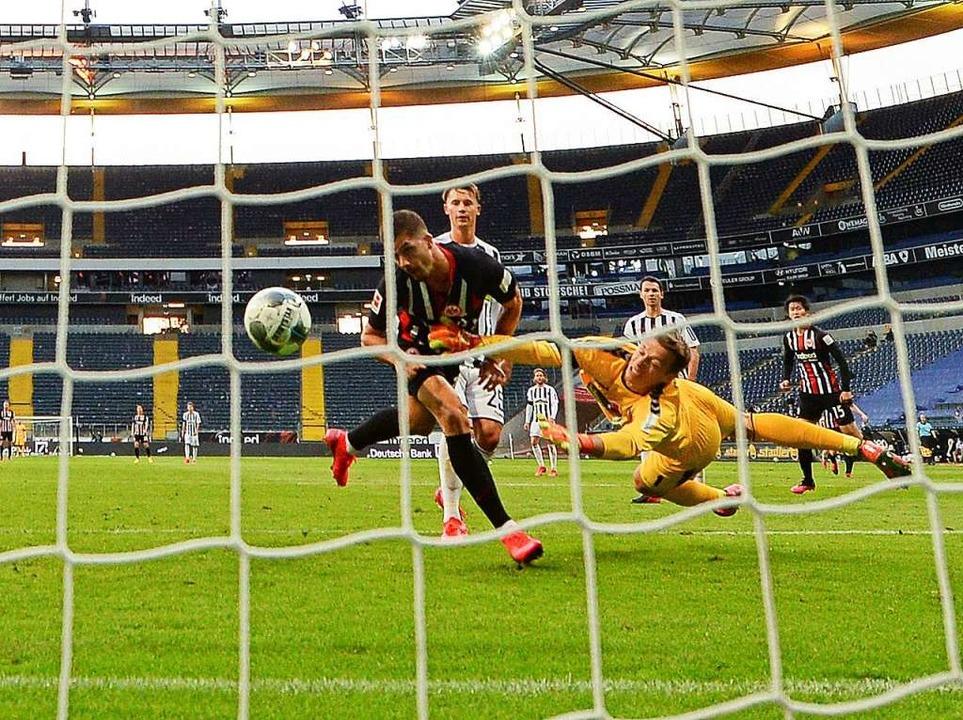 Gegen Eintracht Frankfurt zeigt SC-Kee...zum Sieg reicht es aber dennoch nicht.    Foto: ARNE DEDERT (AFP)