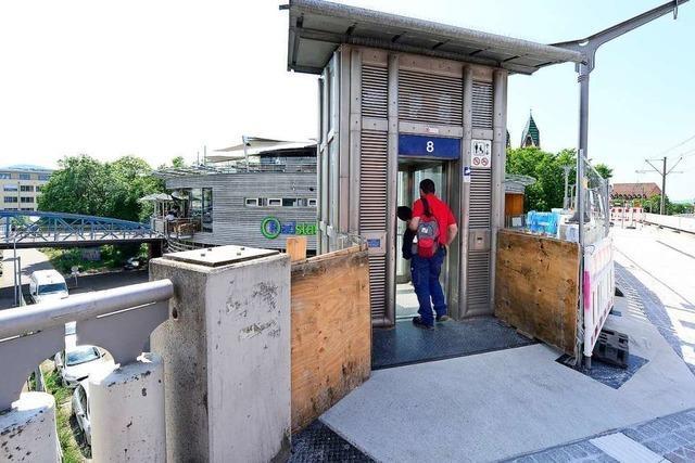 Aufzug an Gleis 8 des Hauptbahnhofs Freiburg ist wieder in Betrieb