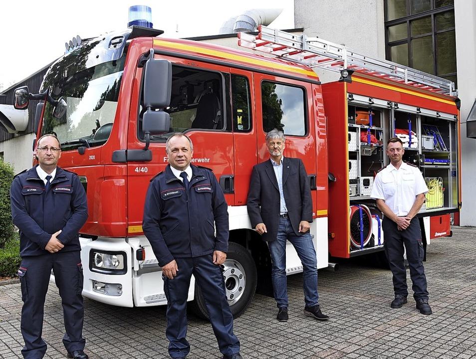 Mittleres Löschfahrzeug übergeben: Mic...kommandant Florian Trinler (von links)  | Foto: Robert Bergmann