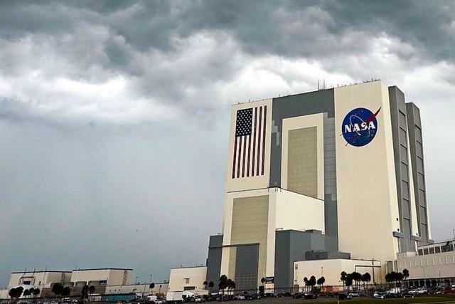 Start der SpaceX-Rakete wegen schlechten Wetters verschoben