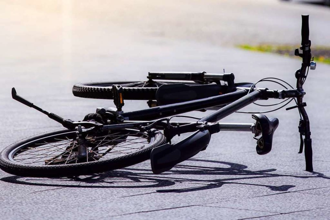 In Lörrach kamen zwei Radfahrer zu Fall (Symbolbild).    Foto: Rainer Fuhrmann - stock.adobe.com